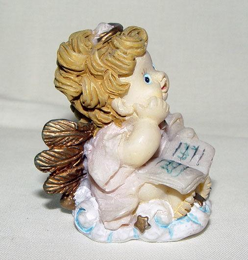 Image de Baby angel with book