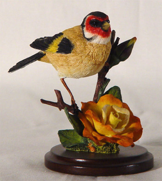 Image de Goldfinch with Garden Rose