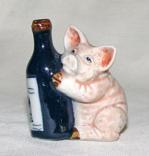 Image de Pig with bottle